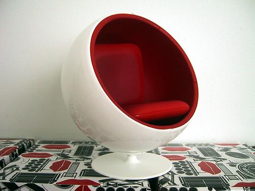Designer-Sessel von Eero Arnio © LemonCadet - www.flickr.com