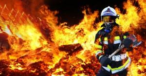 Es brennt! Da hilft jetzt nur die Feuerwehr!
